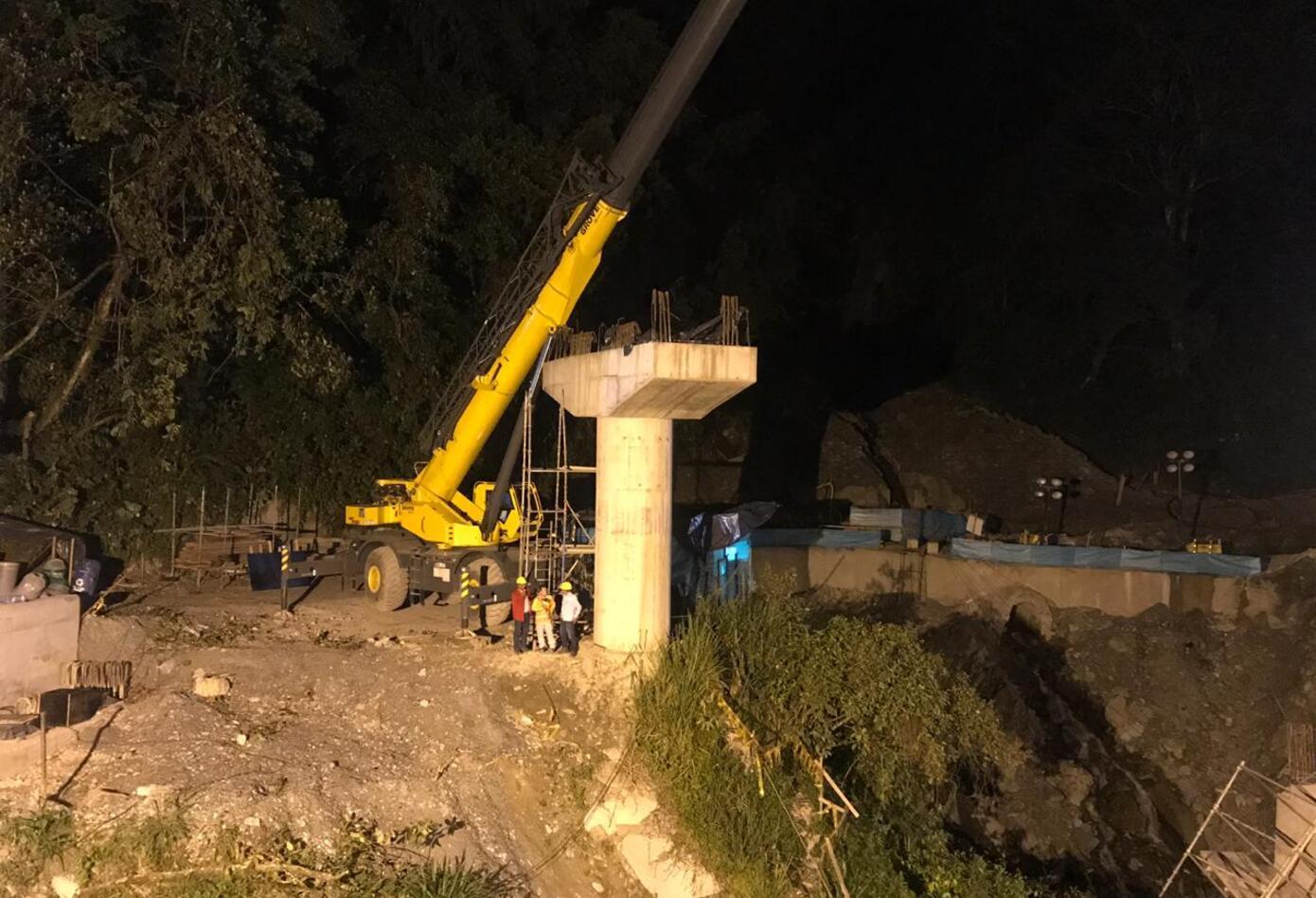 El desplome de una columna del Puente Pala, dejo 5 personas muertas.