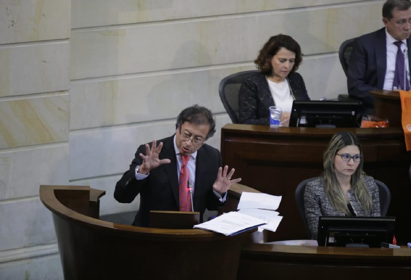 Gustavo Petro durante su intervención en el debate de control político en el Senado
