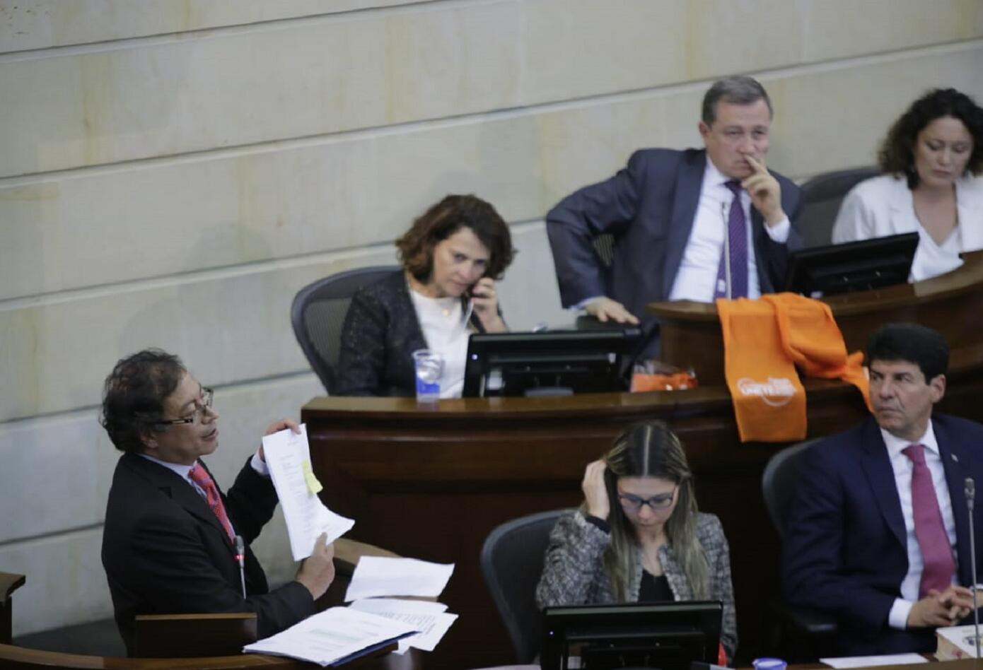 Gustavo Petro durante su intervención en el debate de control político