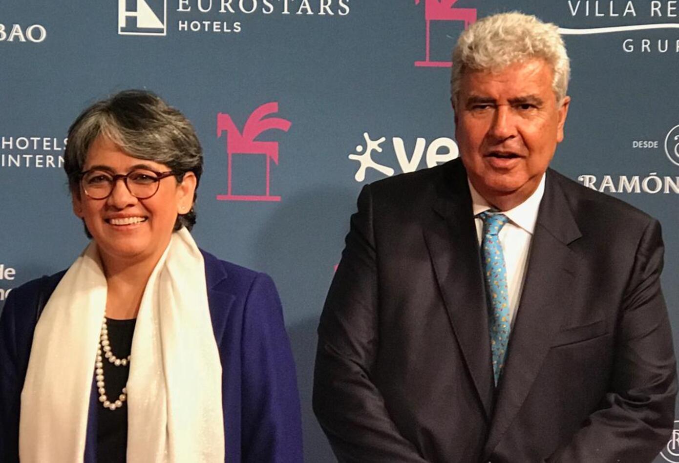 Yolanda Ruiz, directora de noticias de RCN Radio, junto a Fernando Molina Soto, presidente de RCN Radio