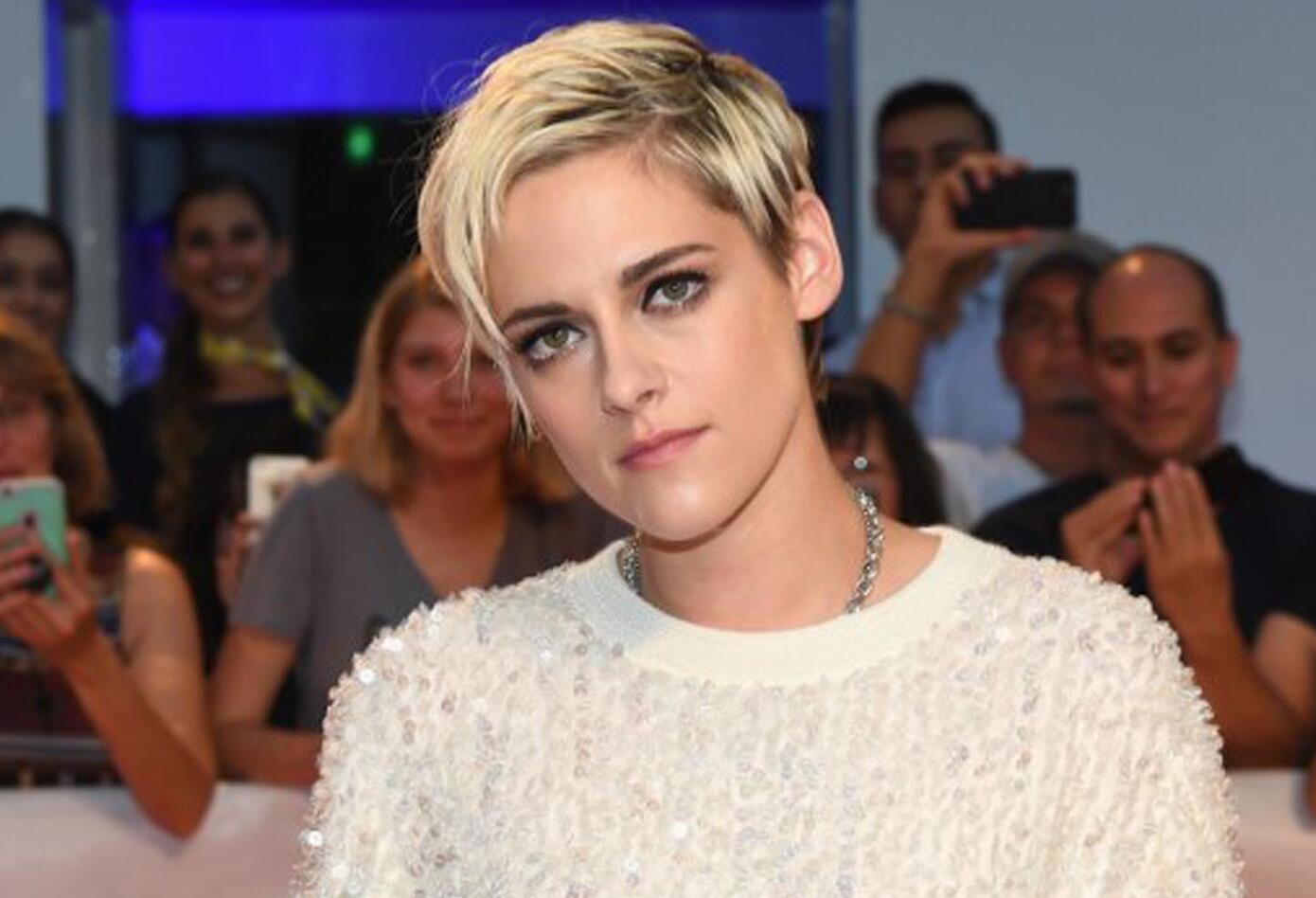 Kristen Stewart con 28 años ya protagonizó la reconocida saga de Crepúsculo, además de participar en el próximo filme de 'Los Ángeles de Charlie'.