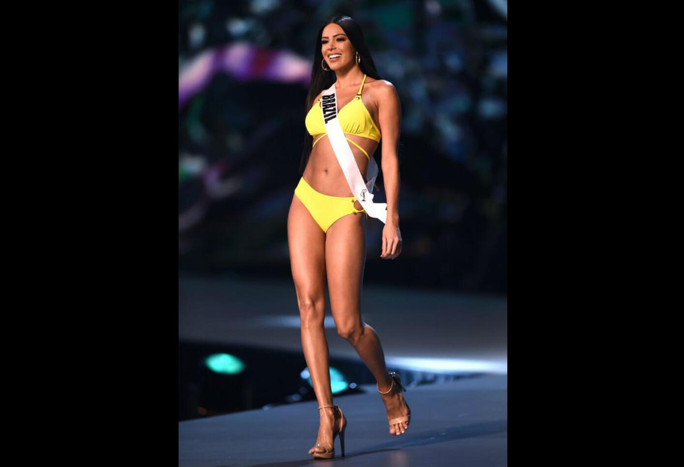 Desfile en traje de baño de Mayra Dias, Miss Brasil