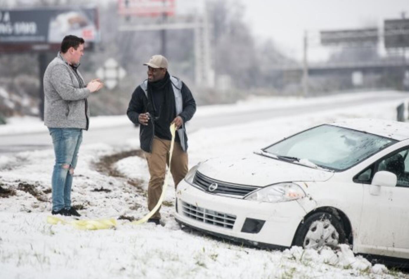 Hasta el domingo en la tarde habían sido atendidos centenares de accidentes viales relacionados con la nieve