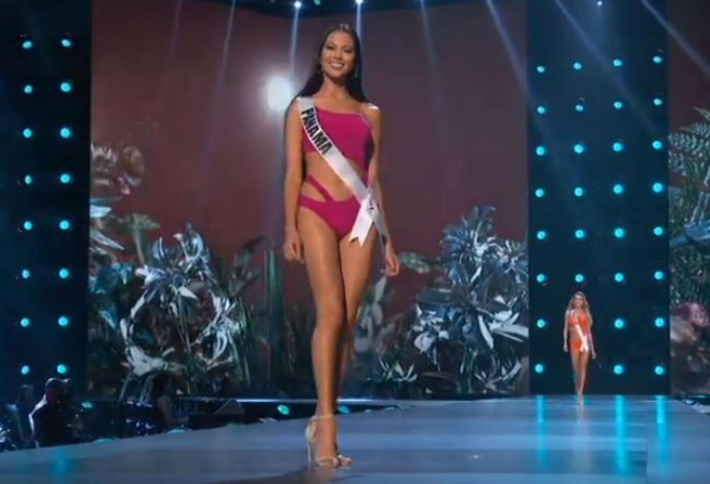 Desfile en traje de baño de Rosa Iveth Montezuma, Miss Panamá