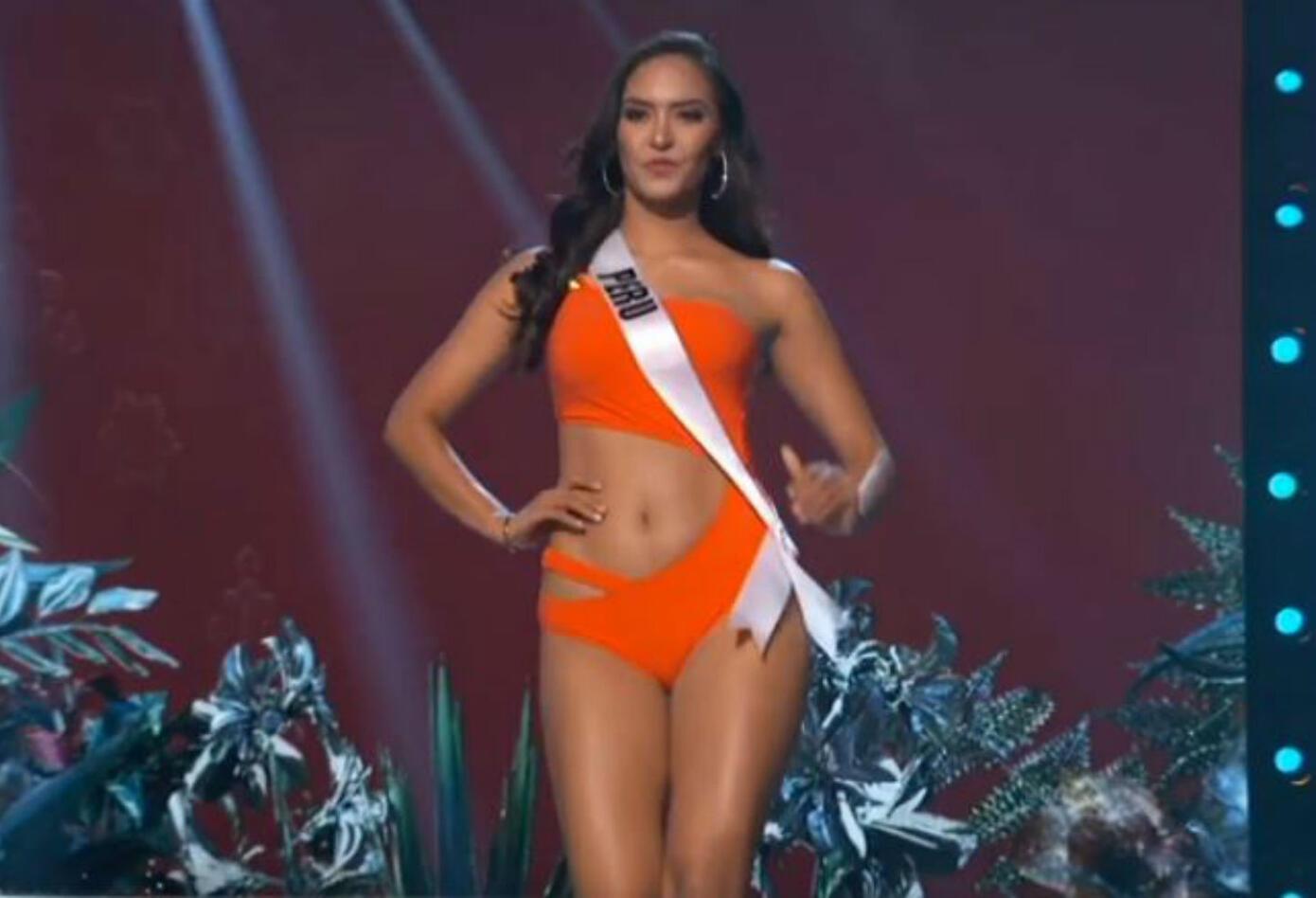 Desfile en traje de baño de Miss Perú, Romina Lozano