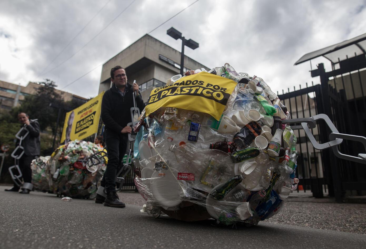 Reclamo de Greenpeace al ministro Lozano.