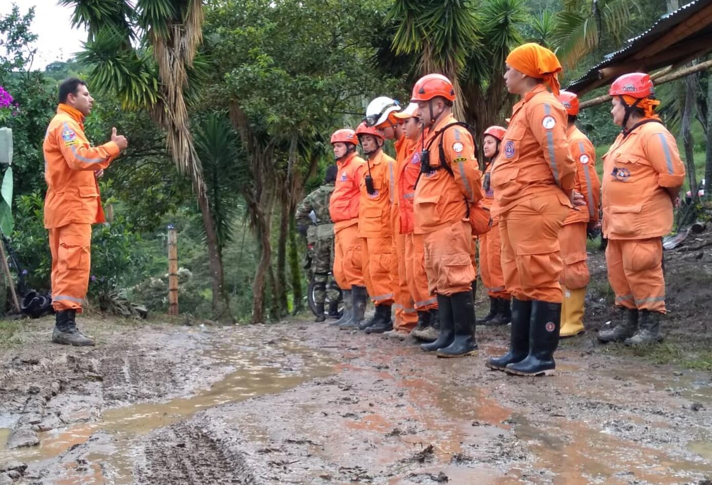 Organismos de socorro se concentran en puntos específico para realizar las tareas de rescate