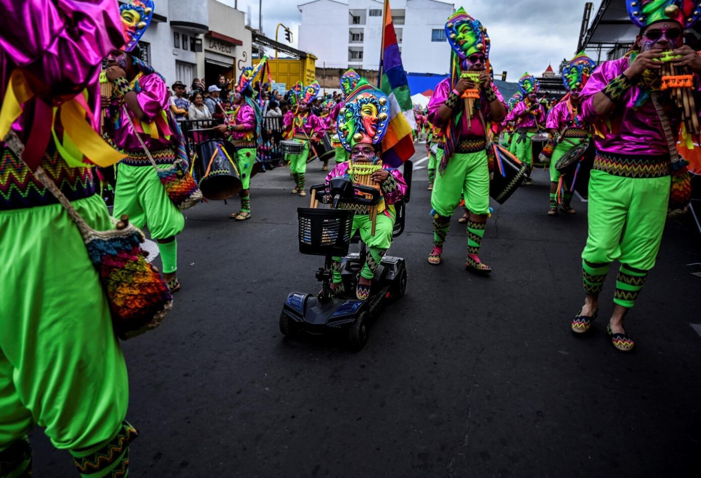 Su propósito también es rescatar todo lo que se ha perdido de las culturas andinas latinoamericanas.