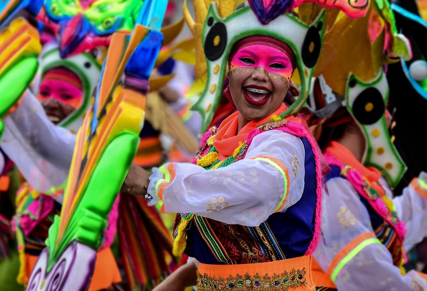 Picardía, ironía y sarcasmo recorren el Carnaval de Blancos y Negros.