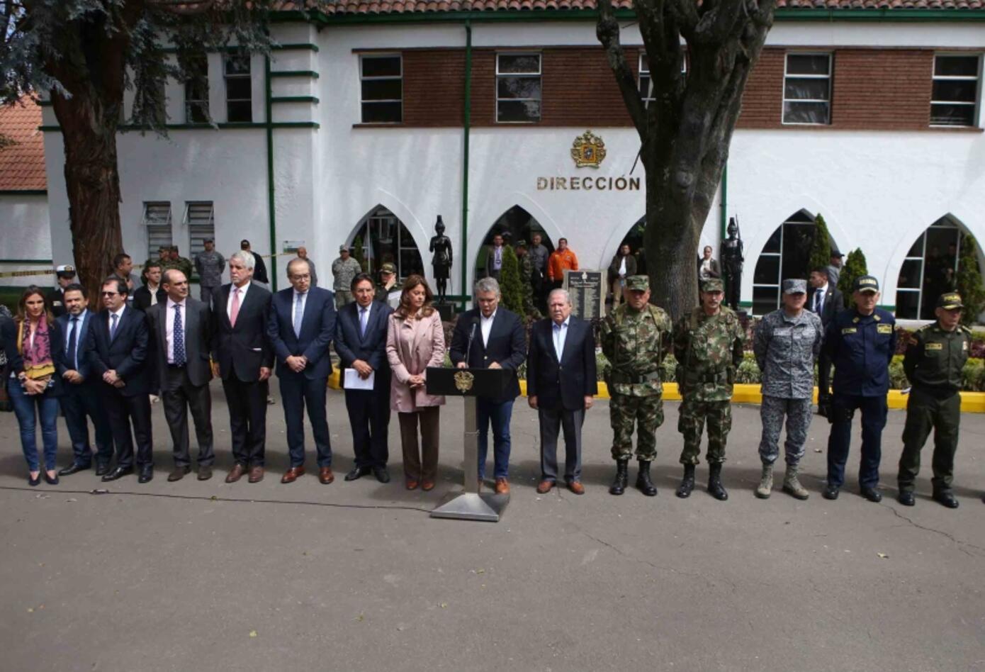 Gobierno y cúpula militar sobre Carro Bomba en Escuela General Santander