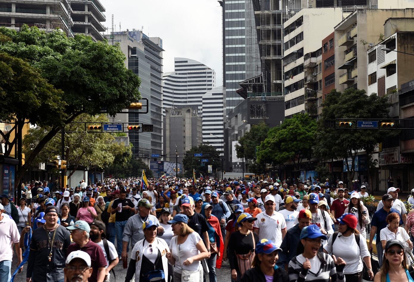 Miles de ciudadanos salieron a reclamar.