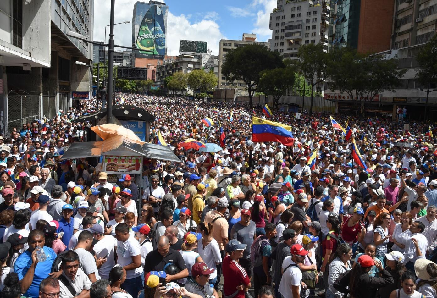 Así fue la movilización de la oposición en que Juan Guaidó termina proclamándose presidente interino de Venezuela.