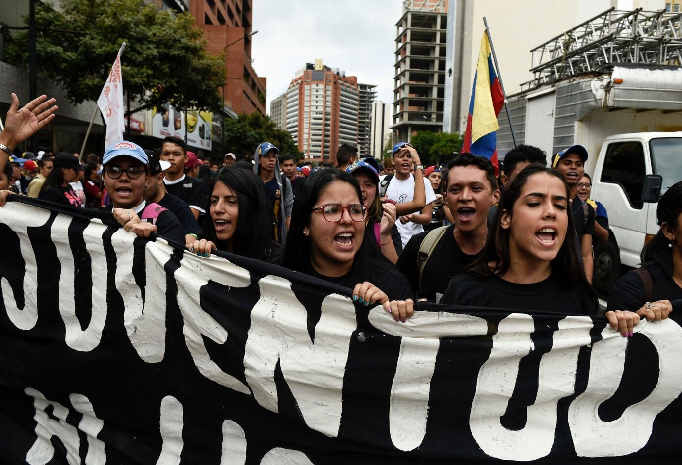 Los jóvenes de oposición también salieron a reclamar respeto por el pueblo venezolano.
