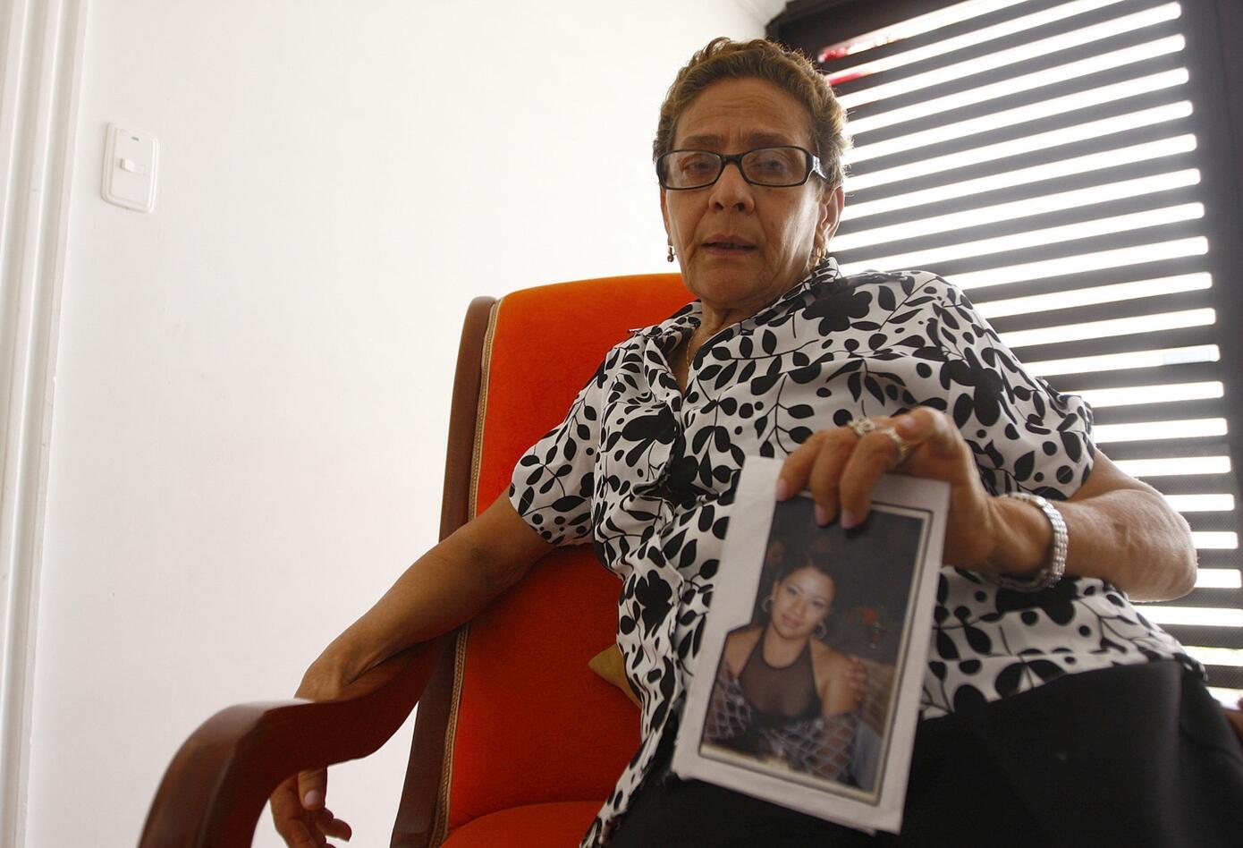 Sorpresa y alivio. Tristeza y dolor. A Enith Gutiérrez la embargan aún muchos sentimientos, algunos encontrados. Ella es la madre de Erika Cecilia Yeneris, la exesposa y víctima del coronel Joaquín Aldana.