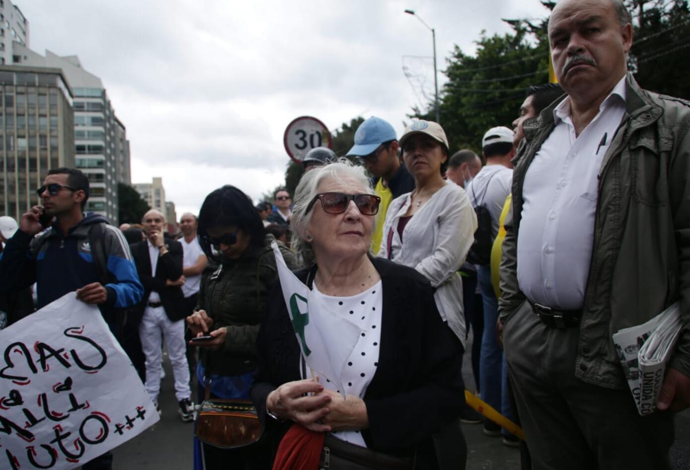También varios ciudadanos de la tercera edad se sumaron a la marcha contra el terrorismo.