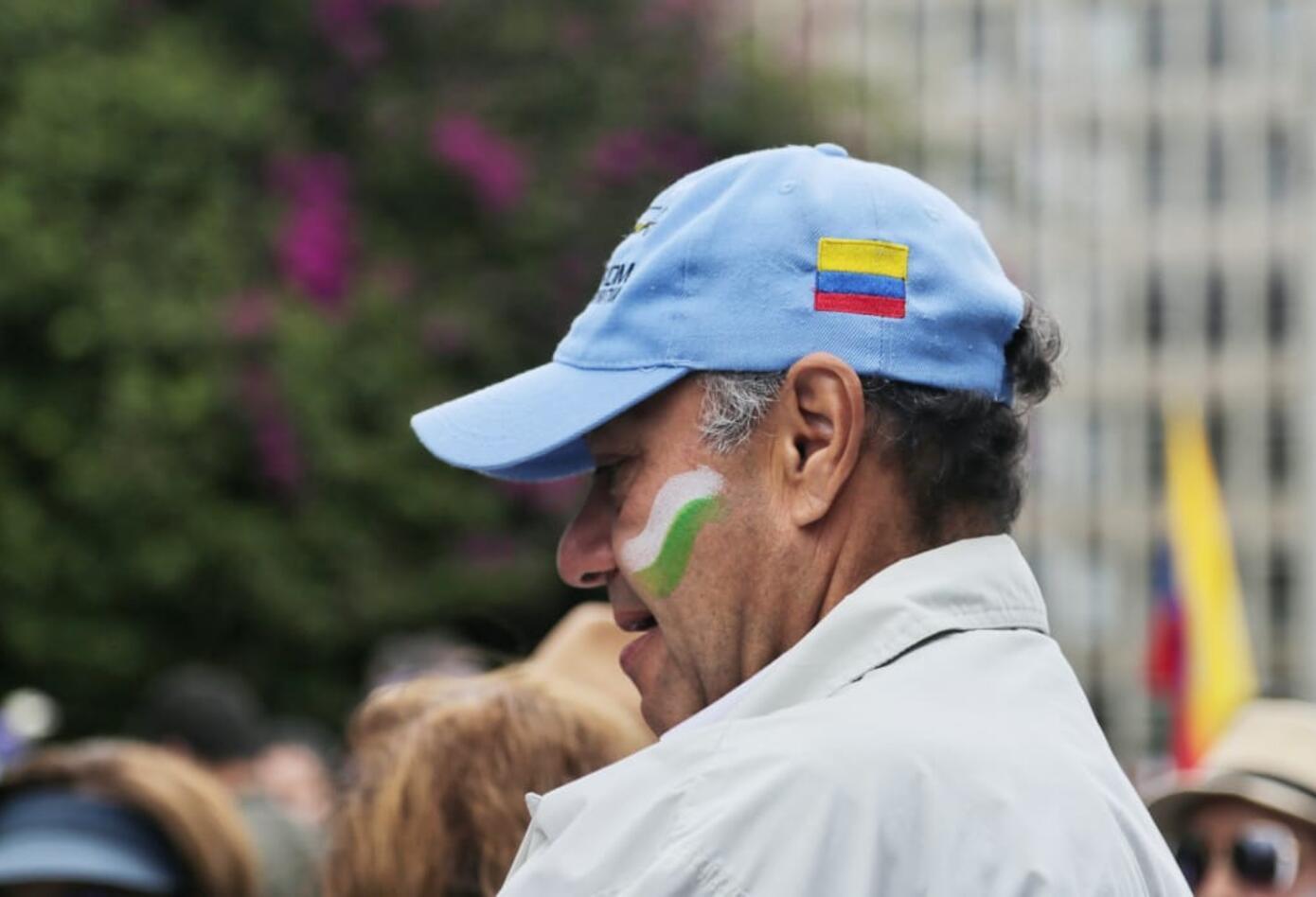 Algunos se pintaron sus rostros con la bandera de la Policía.