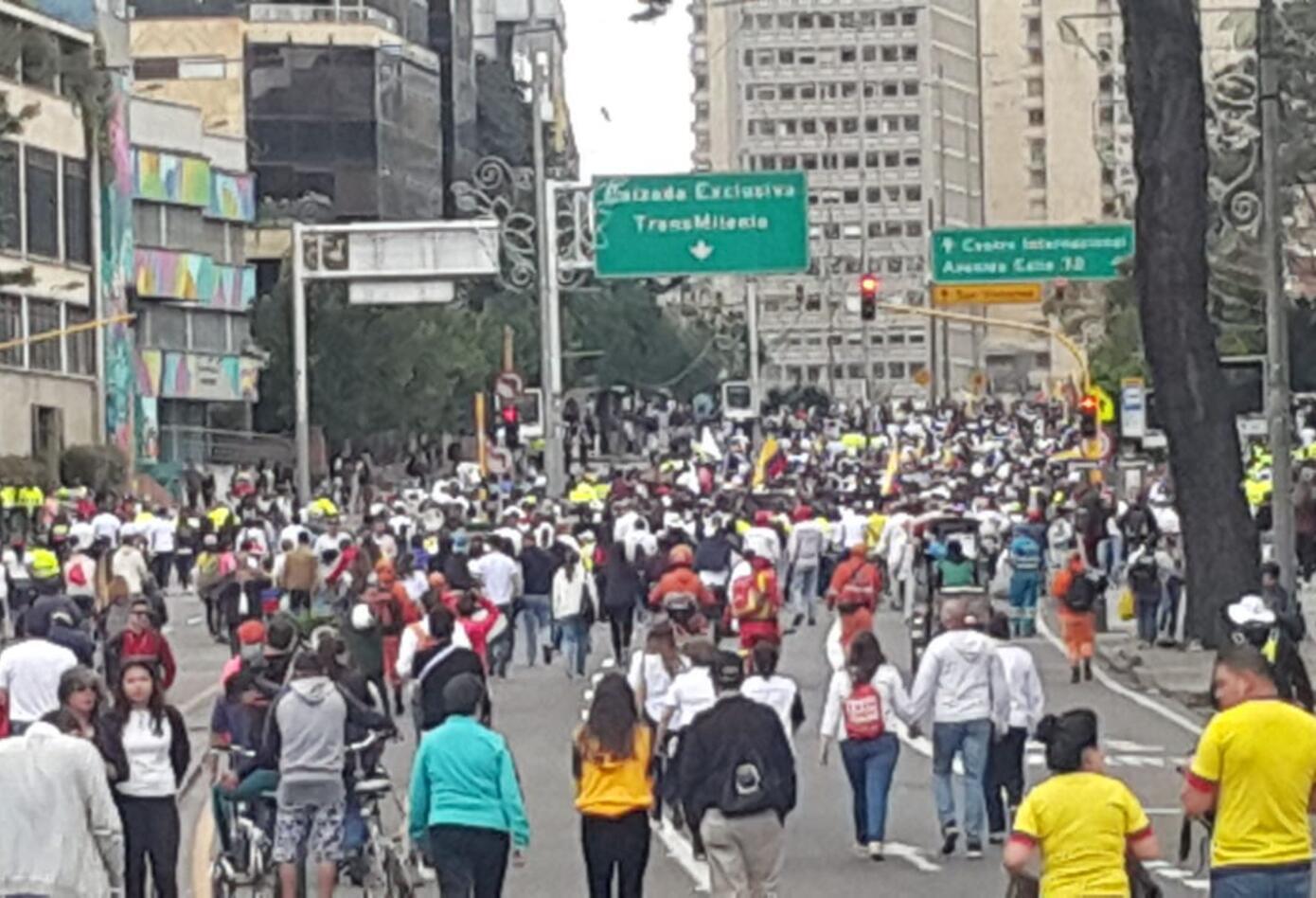 La Carrera Séptima en Bogotá se llenó de cientos de ciudadanos que dijeron NO al terrorismo.