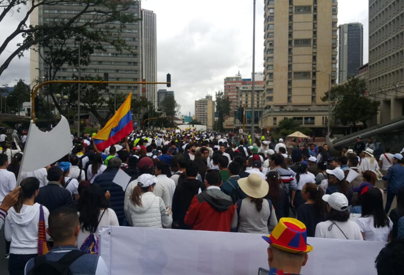 Varias consignas se gritaban en la marcha contra el terrorismo.