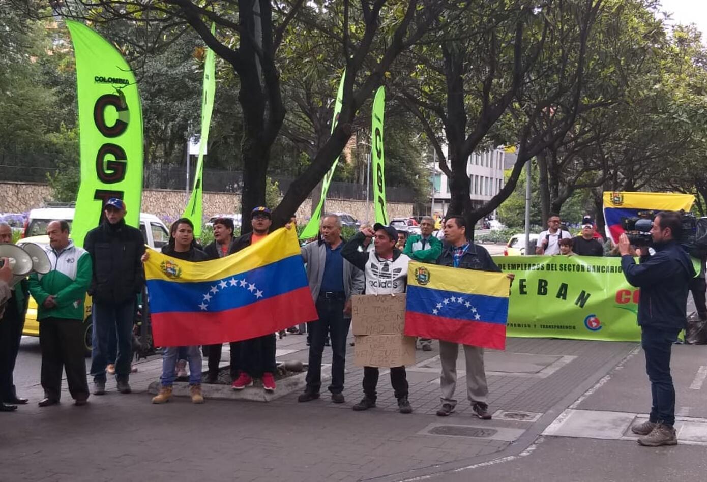 Plantón en rechazo a posesión de Maduro.