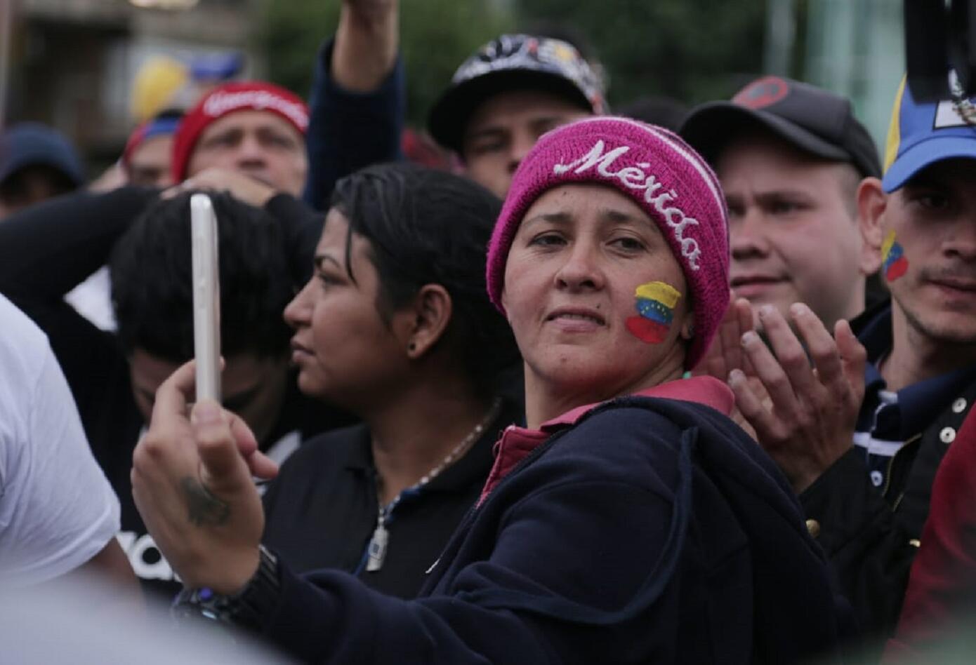 Concentración de venezolanos en el Carulla de la Calle 85