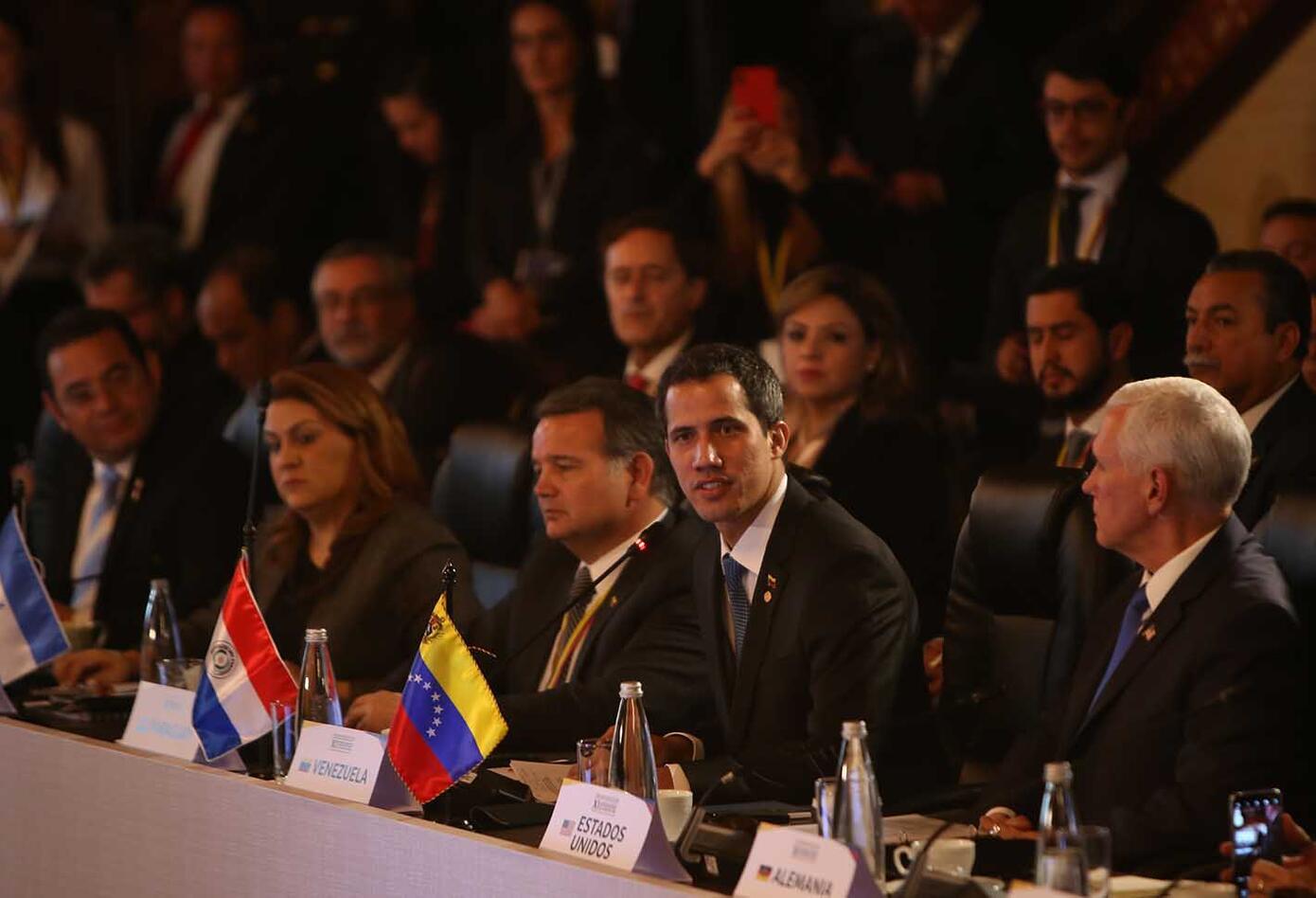 Juan Guaidó y Mike Pence en la reunión del Grupo de Lima en Bogotá.