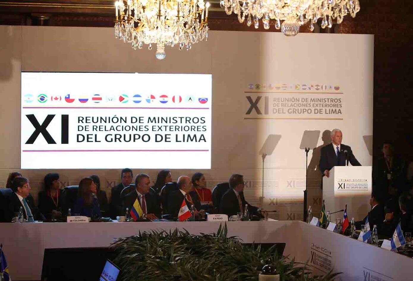 """Mike Pence insiste en que todas las opciones frente a Maduro """"están sobre la mesa"""""""