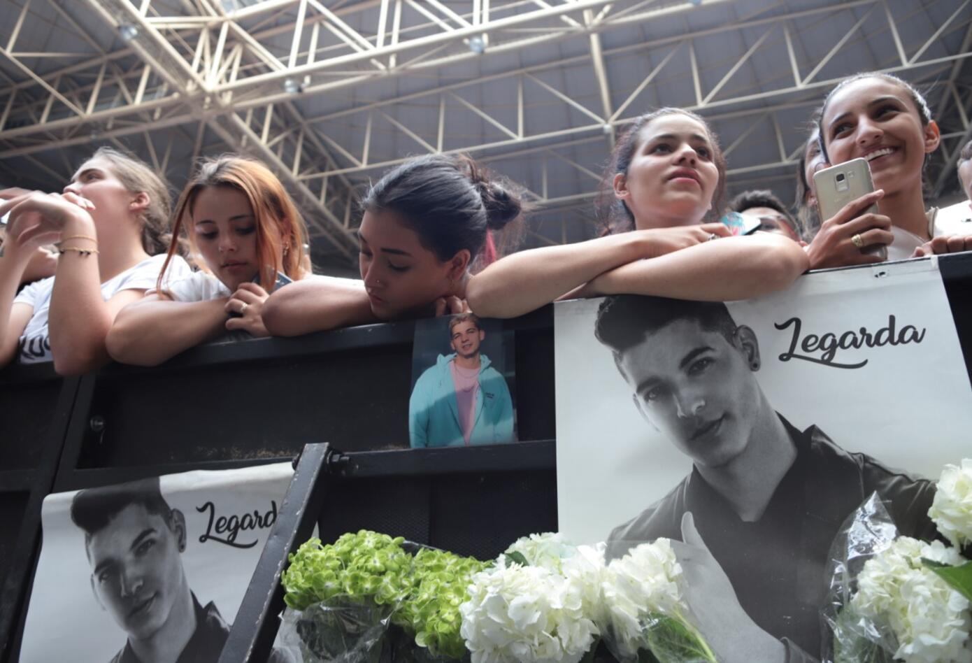 Fans de Legarda asistieron a su masiva despedida