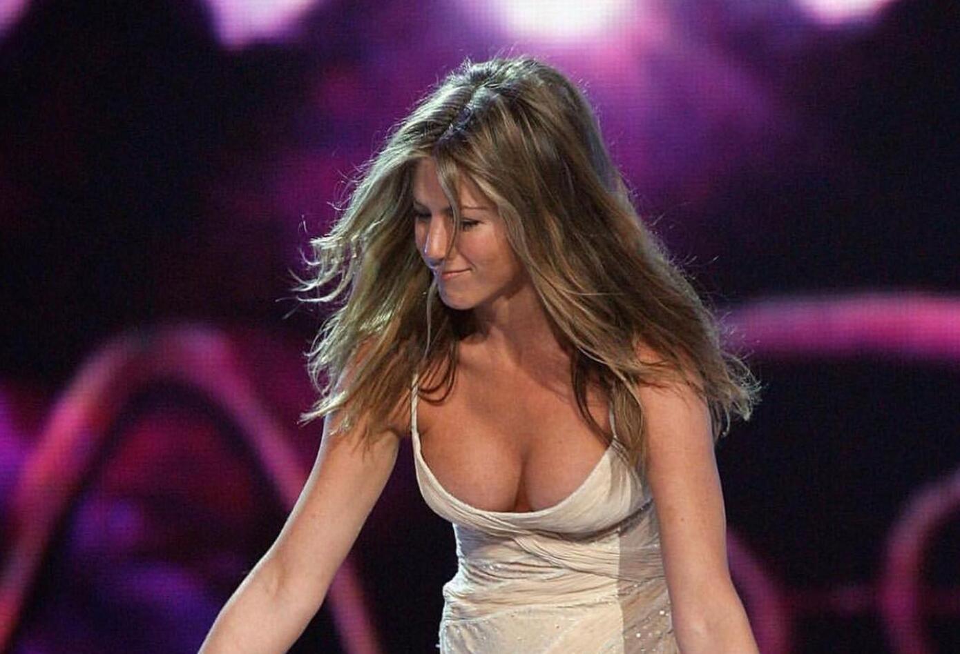 Aniston organizó el sábado en Los Ángeles (EE.UU.) una fiesta por todo lo alto a la que asistieron estrellas como Gwyneth Paltrow, Katy Perry, George y Amal Clooney, Reese Witherspoon, Robert Downey Jr., Ellen DeGeneres, Barbra Streisand y Kate Hudson.