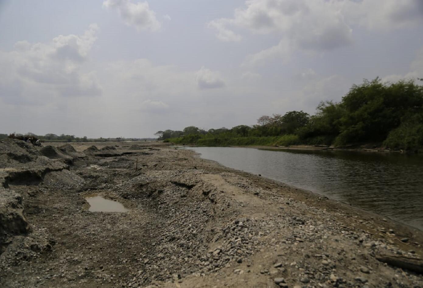 Cause del río Cauca tras el cierre de la segunda compuerta de Hidroituango