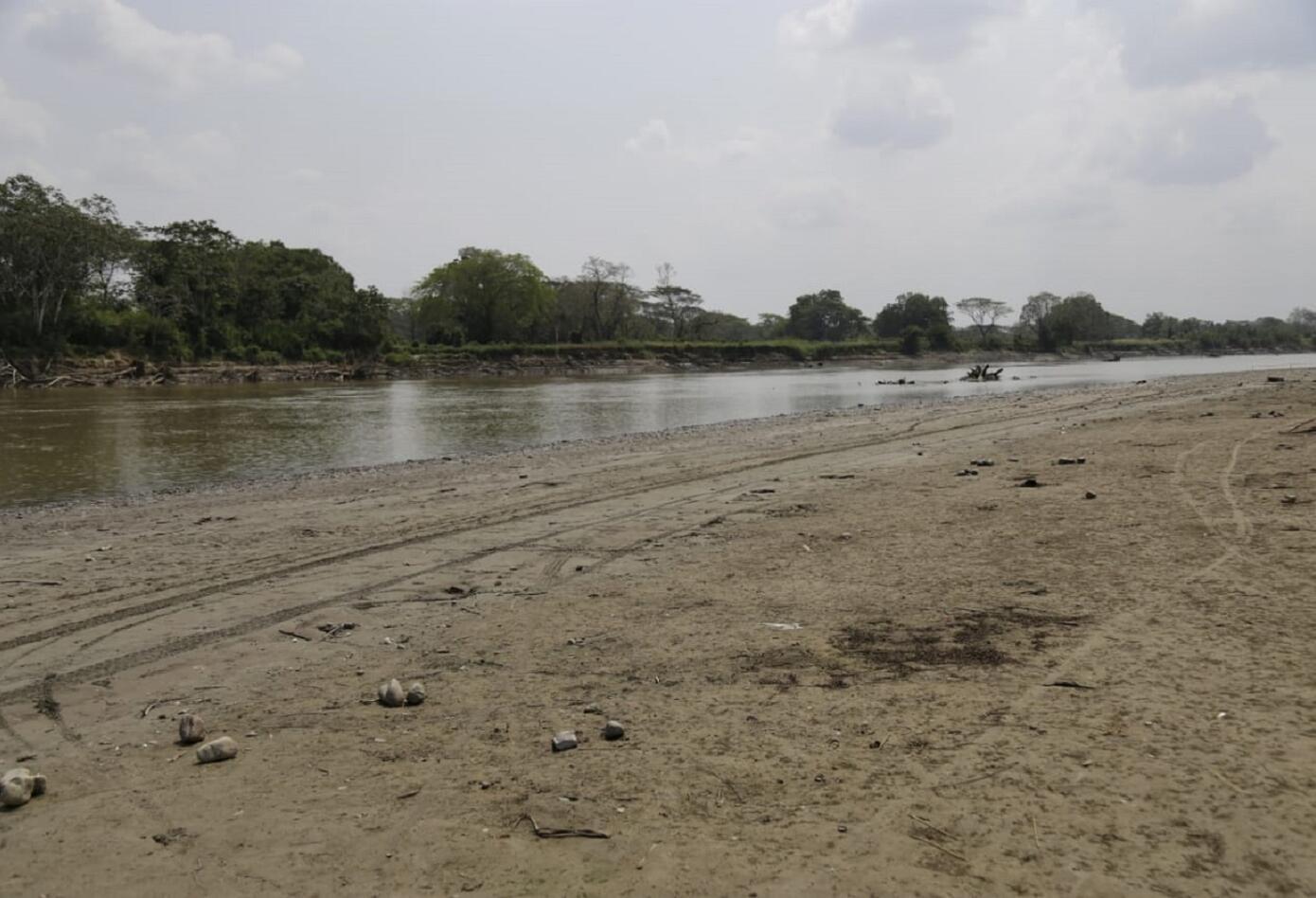 Cauce del río Cauca tras el cierre de la segunda compuerta de Hidroituango