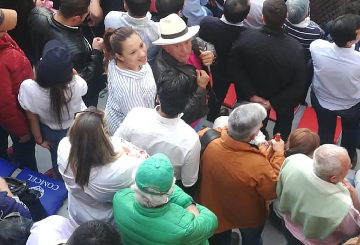 Público en la Plaza de Toros en Bogotá consumiendo licor, según la Personería