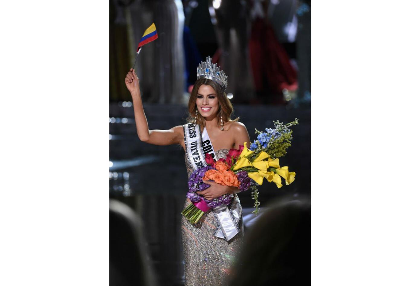 Ariadna Gutiérrez alcanzó a desfilar con su corona como Miss Universo