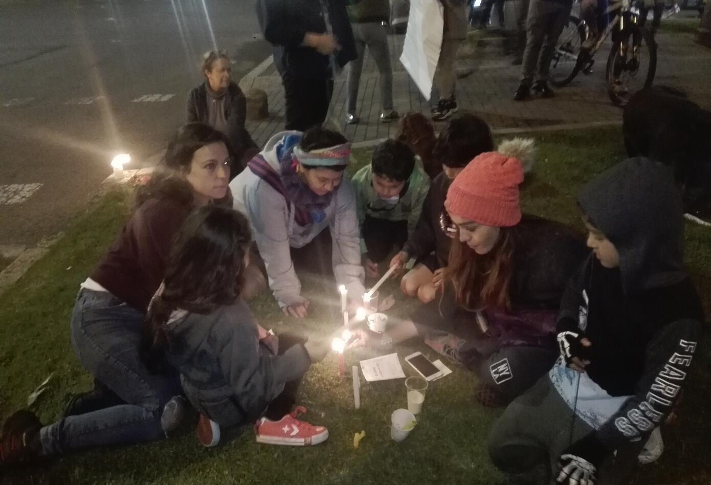 Velatón contra la tala de árboles en Bogotá - RCN Radio