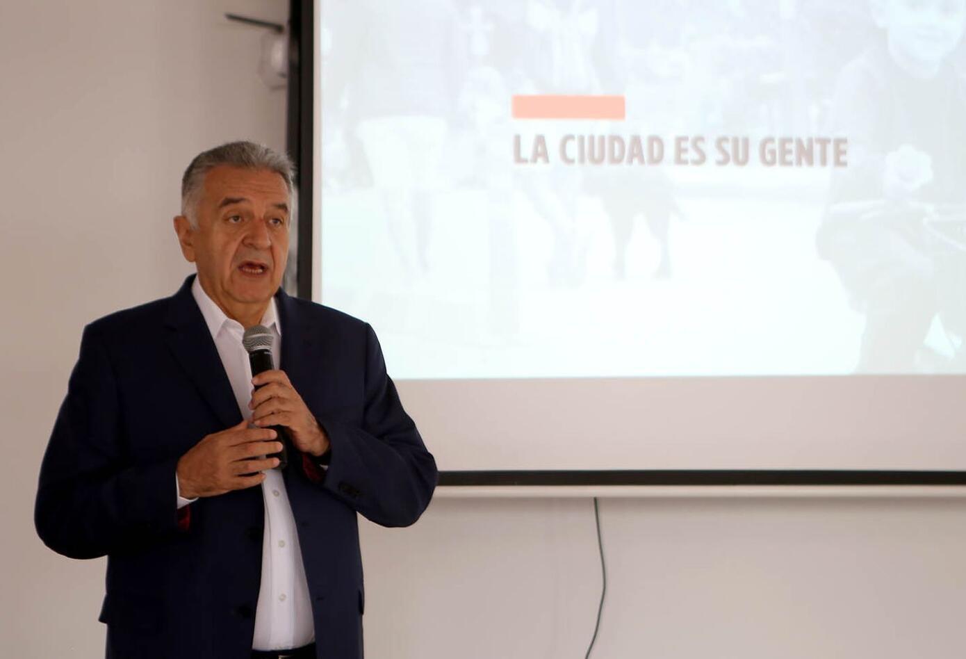 """""""Hoy la 'Actitud Bogotana' es reconocer al otro y pensar en la Bogotá Metropolitana"""", recalcó Lucho Garzón."""