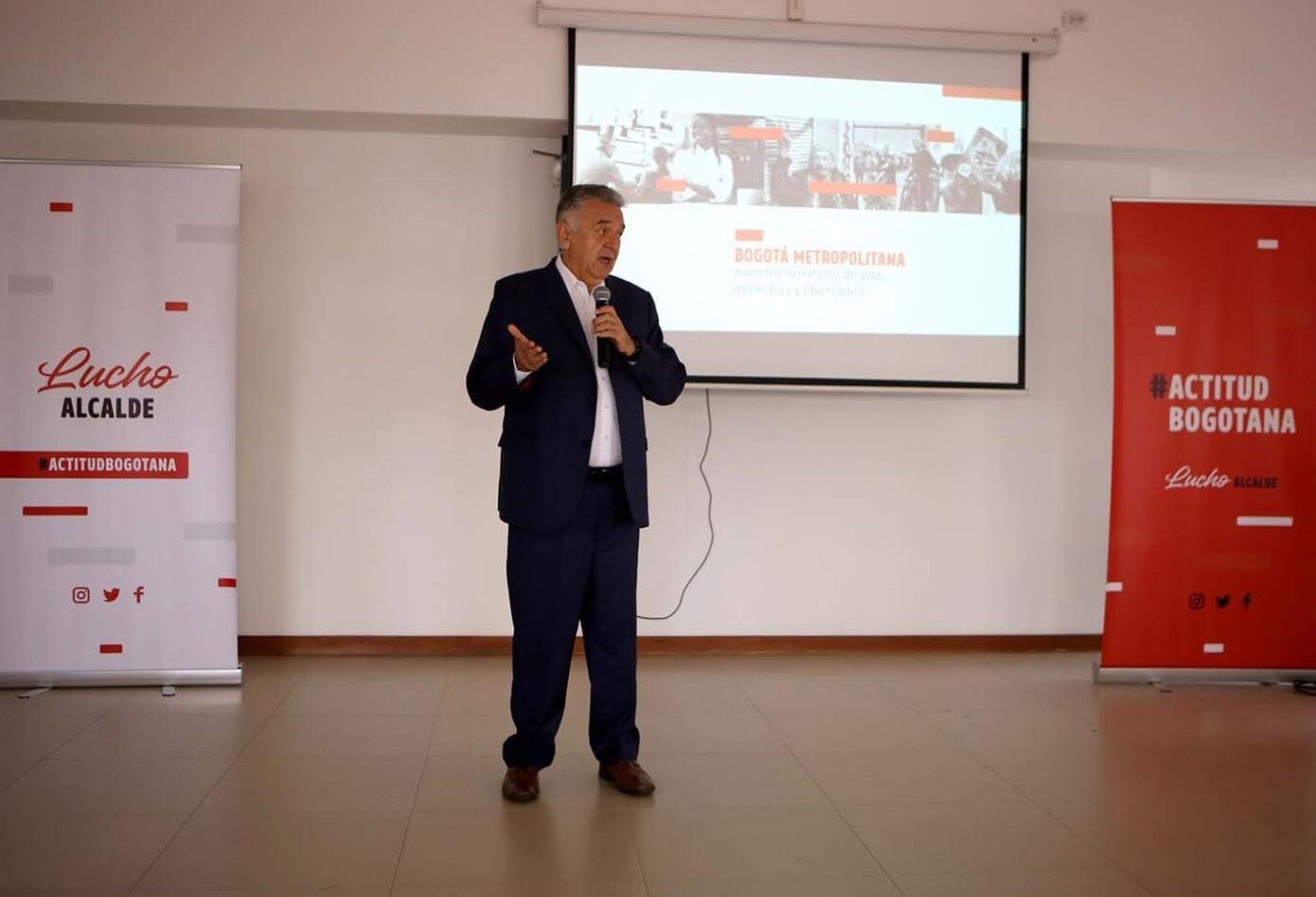 El exalcalde anunció que va a buscar acercamientos con todos los sectores, entendiendo que la 'Actitud Bogotana' es construir sobre las diferencias.