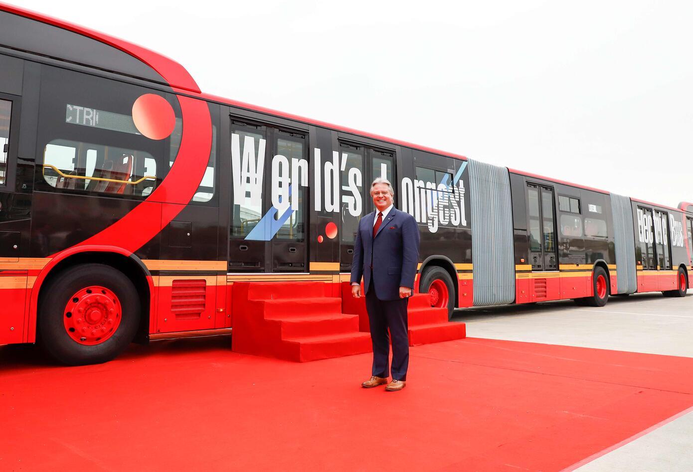 El primer autobús biarticulado 100% eléctrico del mundo