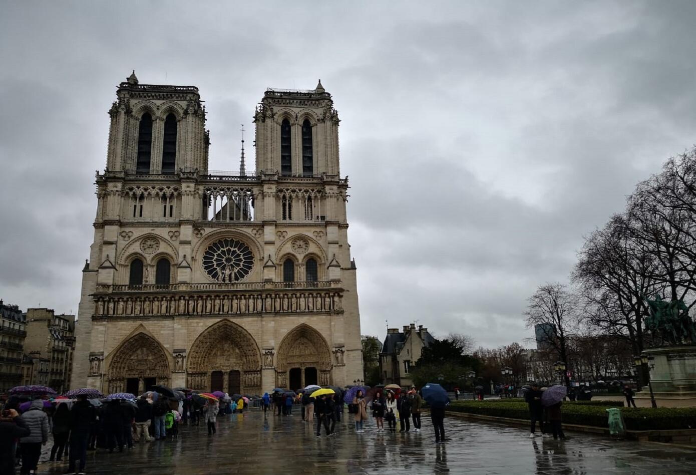 cuando se construyo la catedral de notre dame en paris