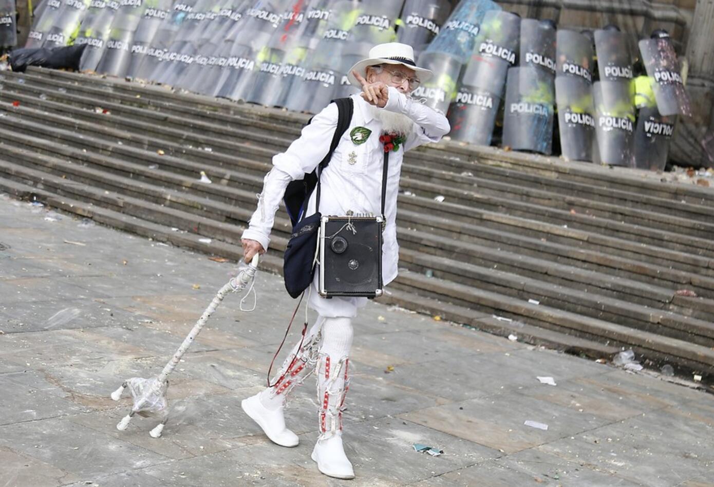 El Palomo por la Paz se defendía con su bastón como arma.