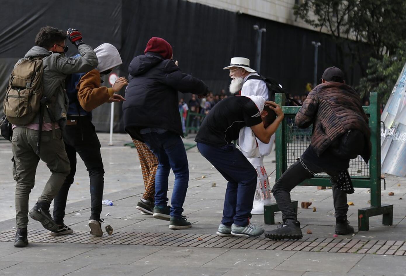 El Palomo por la Paz trató de mediar con los vándalos para que cesaran la violencia.