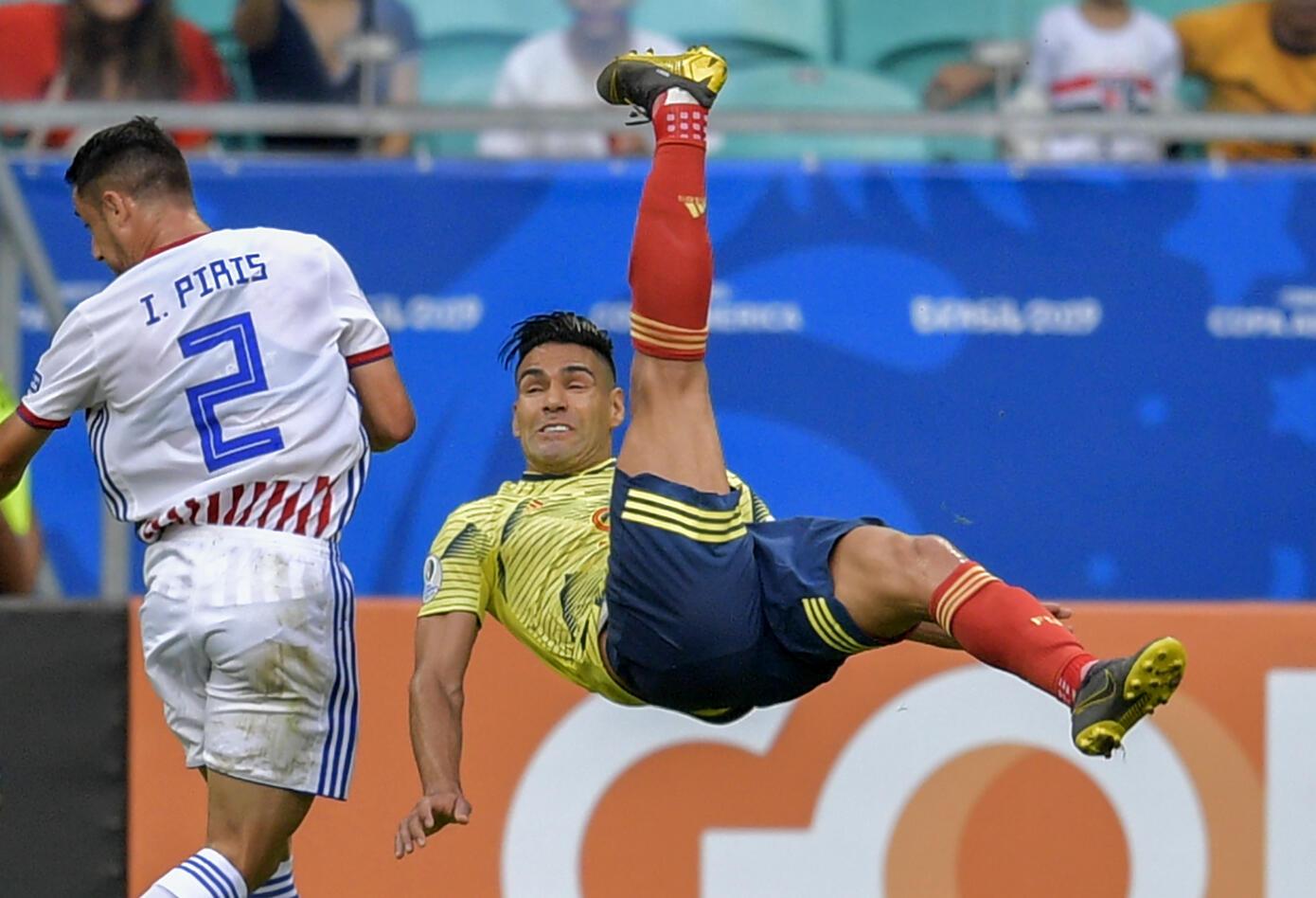 Selección Colombia juega contra Paraguay