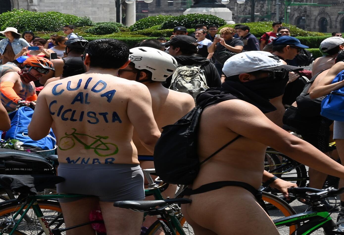 Ciclistas desnudos