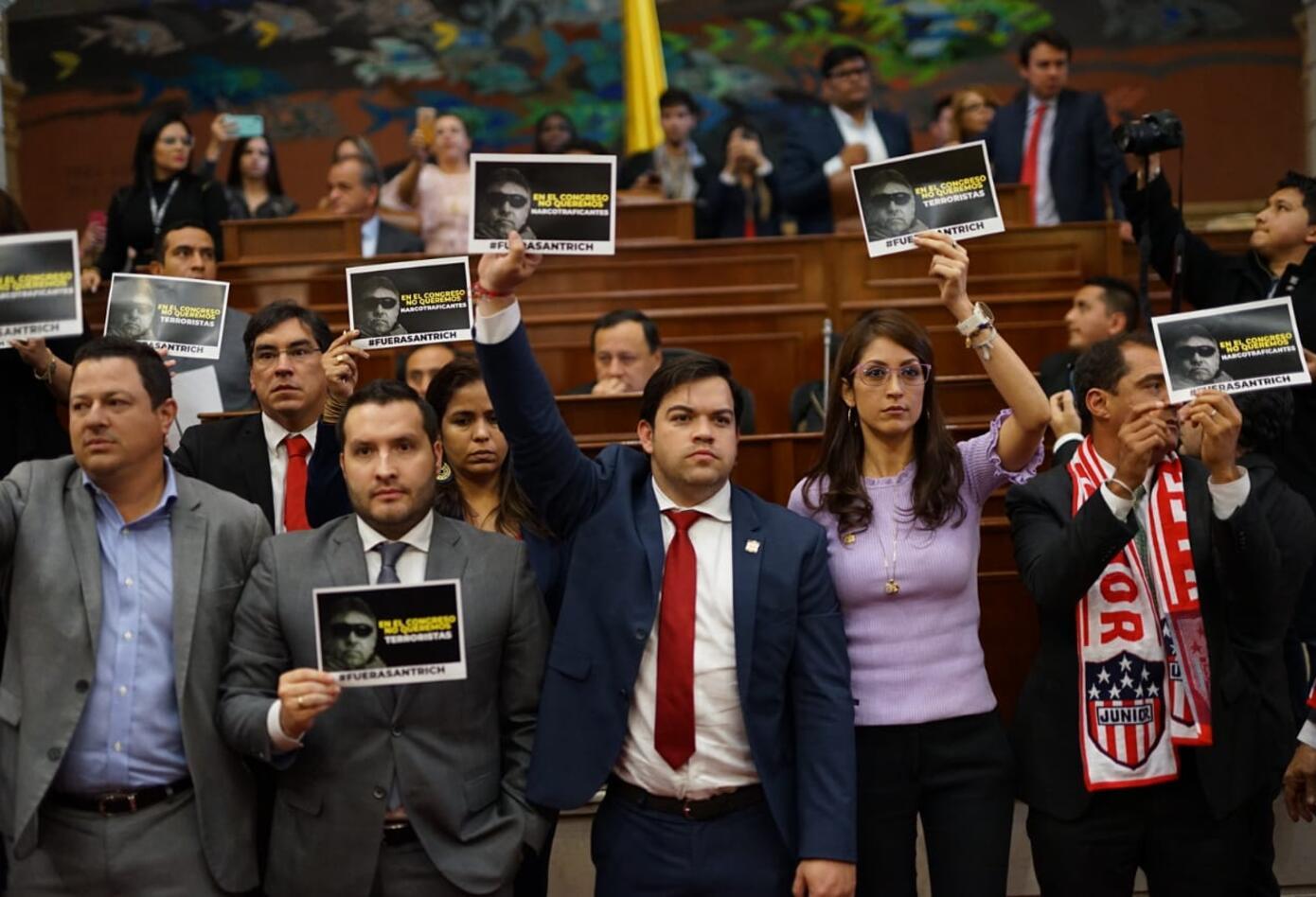 Protesta de partidos por la presencia de Santrich en la plenaria de Cámara