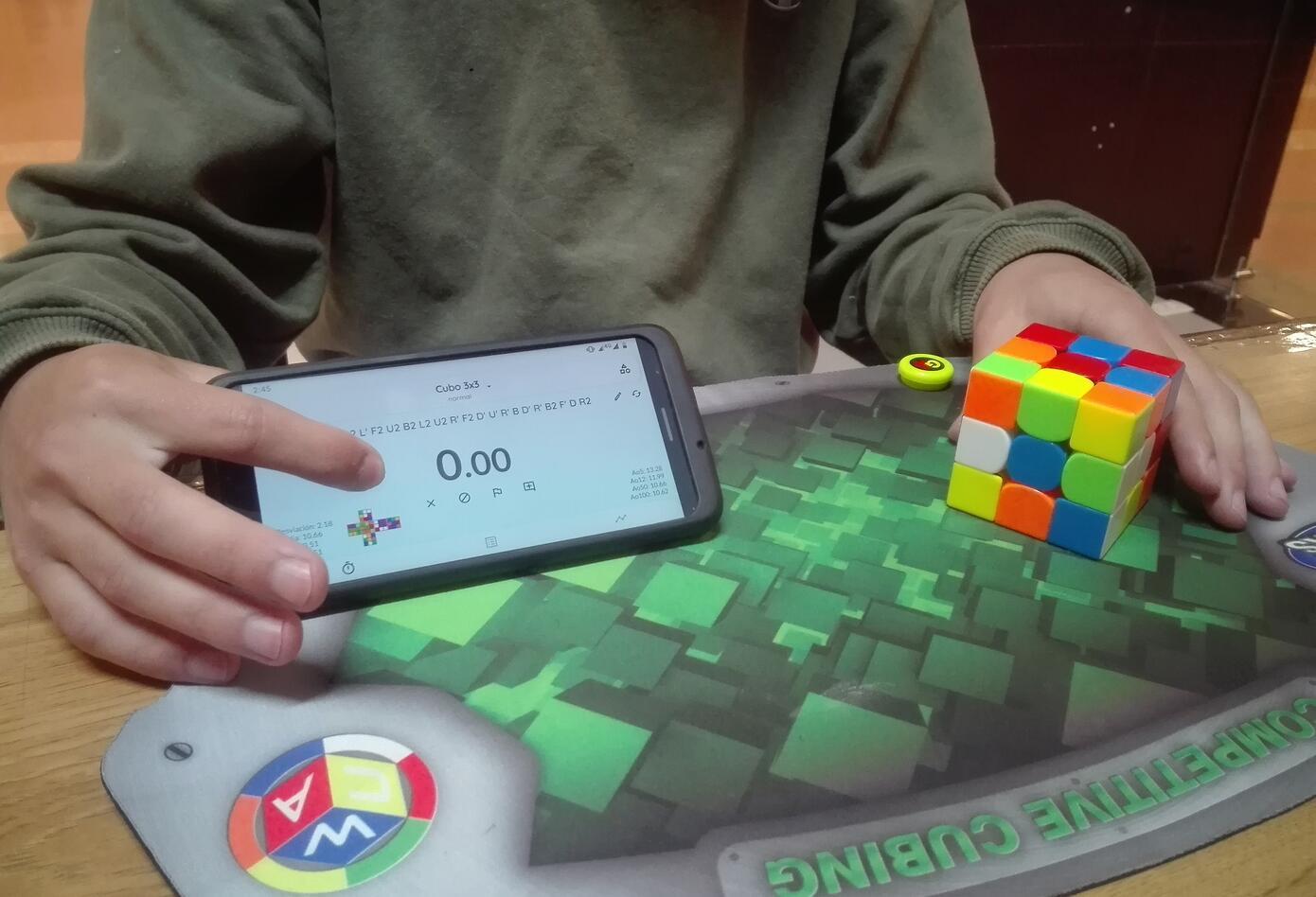 El cronómetro y el cubo son la obsesión de quienes practican el Speedcubing