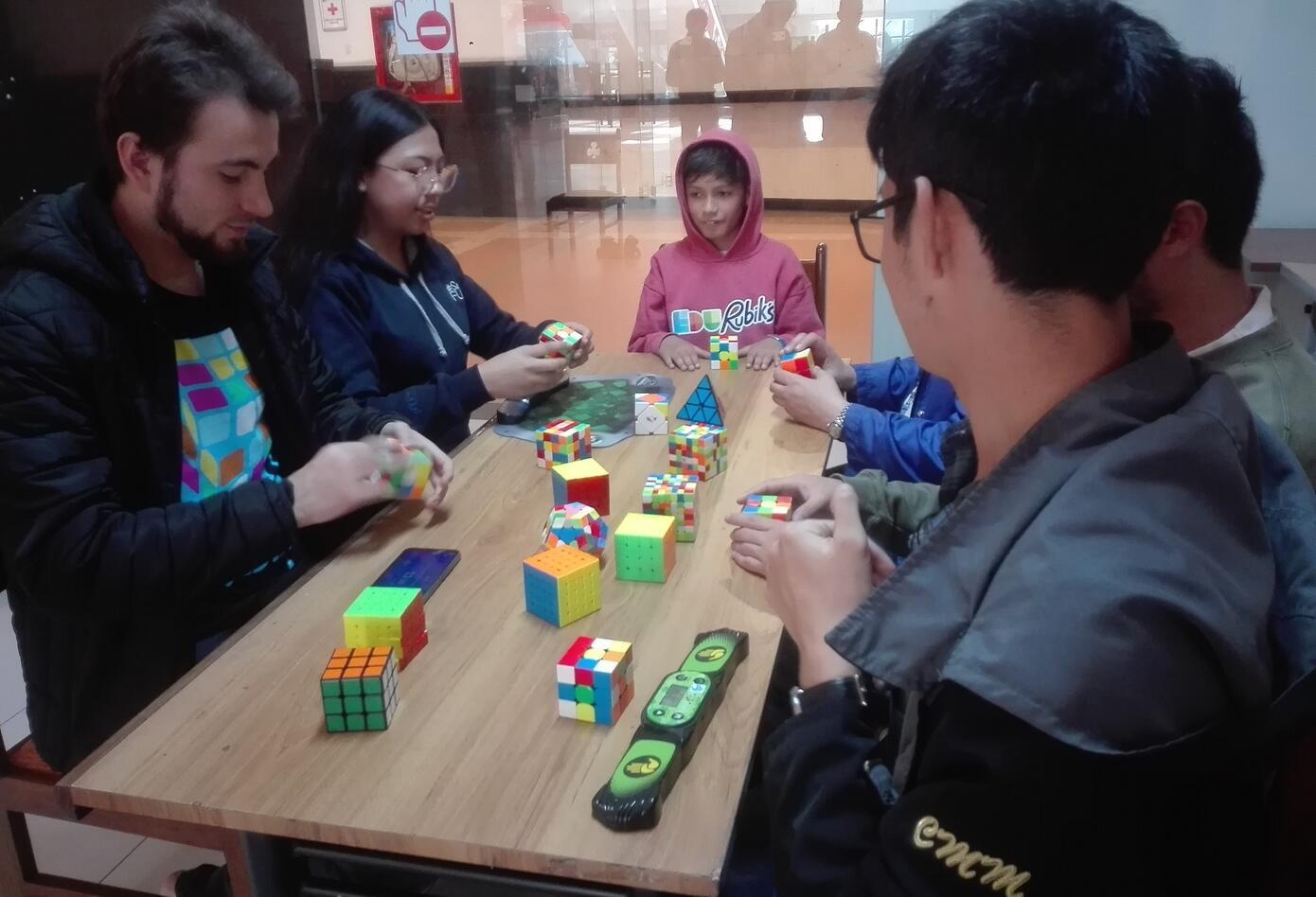 La comunidad de Edu'Rubik se reúne todos los fines de semana para competir
