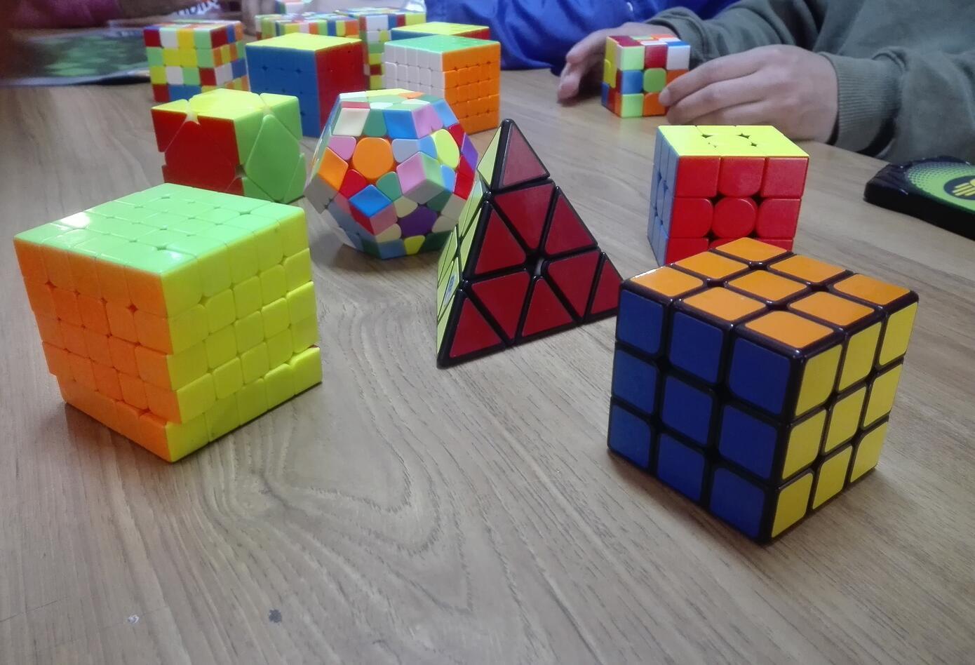 El cubo de rubik es considerado el juguete más vendido del mundo