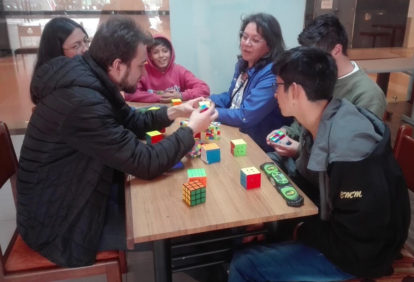 Los expertos en cubo rubik deben subsidiar sus viáticos para representar a Colombia en mundiales