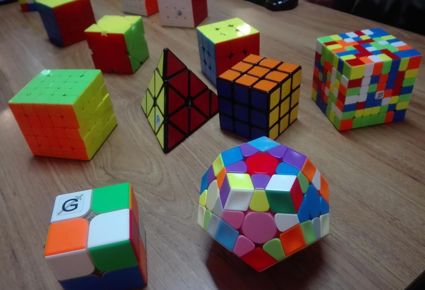 El cubo de rubik fue creado en 1974 por el húngaro Ernő Rubik