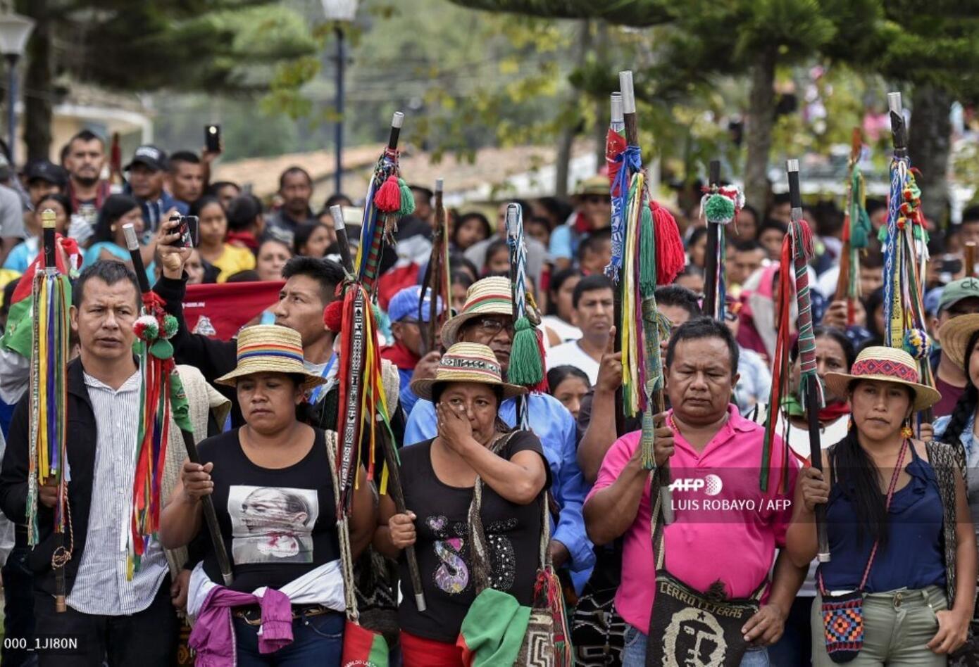 """""""Nos están matando por (...) no permitir la minería, no permitir el narcotráfico, no permitir la presencia de grupos armados criminales, no permitir el atropello del gobierno propio"""", dijo el senador indígena Feliciano Valencia durante el sepelio."""