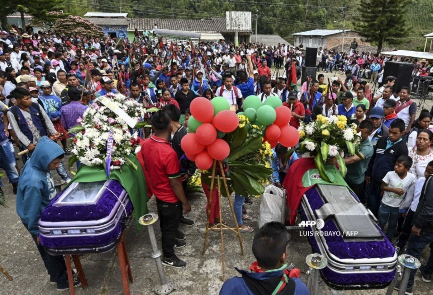 Eugenio Tenorio, de 46 años, y Kevin Mestizo, de 23, fueron asesinados el sábado en un enfrentamiento con disidencias de la exguerrilla FARC que no se acogieron al histórico pacto de paz de 2016, según la Defensoría del Pueblo.