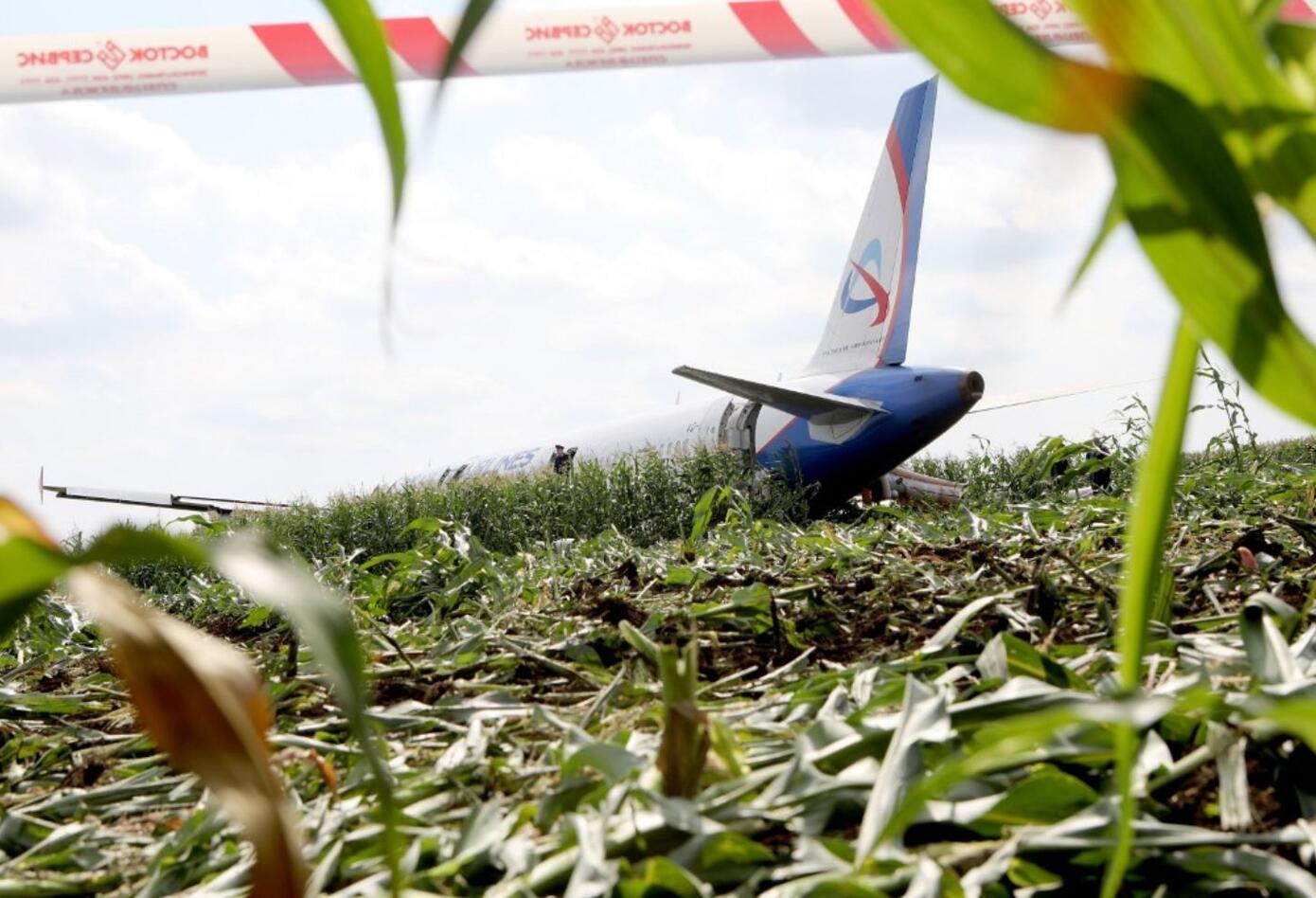 """El Airbus aterrizó """"en un campo de maíz"""" situado a """"una distancia de 1 km de la pista de despegue, sin el tren de aterrizaje""""."""